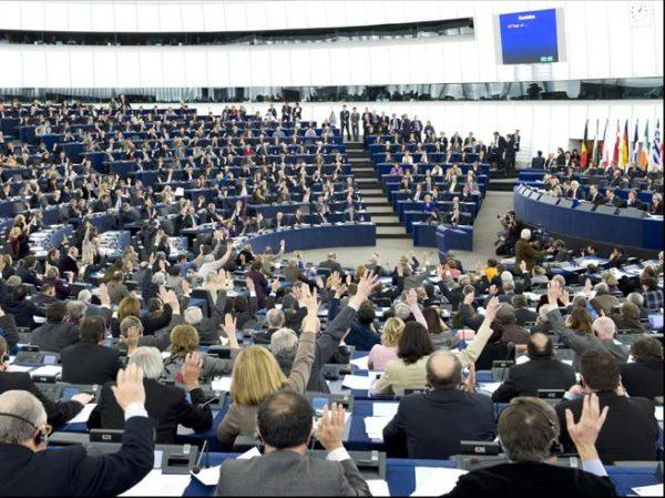 Giornalisti alla plenaria di Strasburgo. Ci pensa il parlamento Europeo